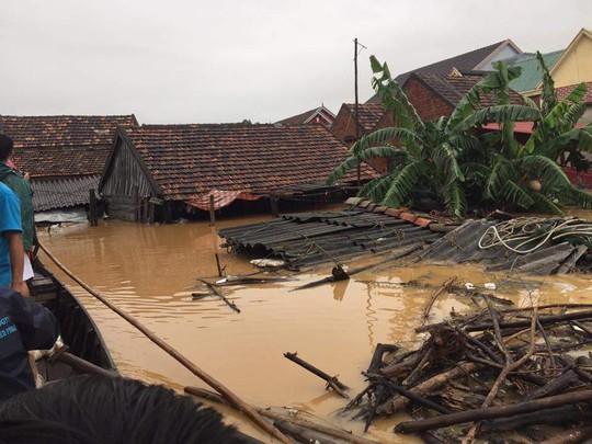 Nước lũ ngập nhà ở Quảng Bình