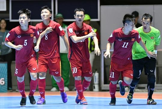 Bảo Quân (10) sẽ tạm dẫn dắt đội tuyển futsal Việt Nam ở Giải Đông Nam Á trước khi VFF chọn một HLV ngoại từ Tây Ban NhaẢnh: Minh Ngọc