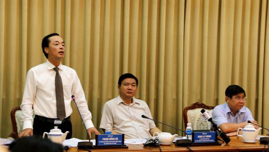 Ông Phạm Hồng Hà (đứng), Bộ trưởng Bộ Xây dựng, ủng hộ các dự án thuộc 7 chương trình đột phá của TP HCM