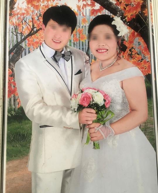 T. và người chồng Trung Quốc trong ngày cưới. Ảnh do gia đình cung cấp