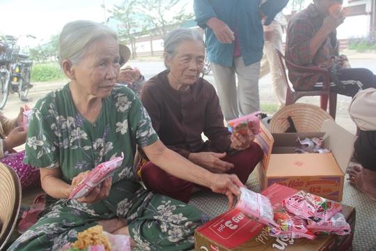 Quá khốn khổ vì ô nhiễm, người dân quanh nhà máy thép ở phường Điện Nam Đông dựng lều phản đối vào cuối năm 2014