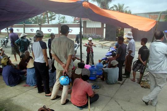 Người dân ở thị xã Điện Bàn nhiều lần dựng lều phản đối nhà máy thép gây ô nhiễm