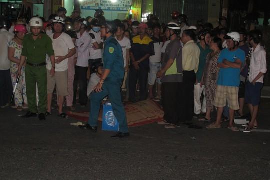 Nhiều người dân tại hiện trường cho rằng chị Yến tử vong là do xe container tông phải