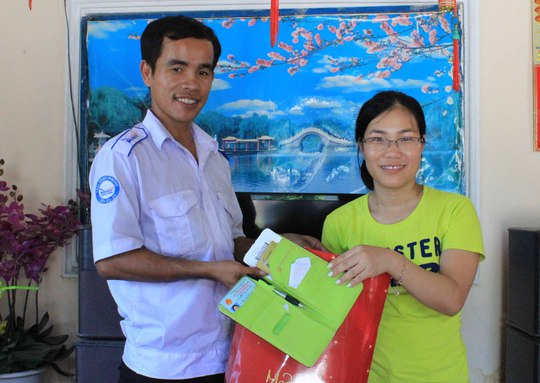 Tài xế Ân trả lại chiếc ví chứa hơn 30 triệu đồng cho hành khách từ Úc về thăm quê