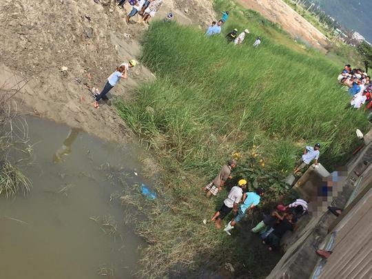 Thi thể ông Yên được phát hiện trong tư thế treo cổ dưới chân cầu Thuận Phước. Ảnh: Thiện An