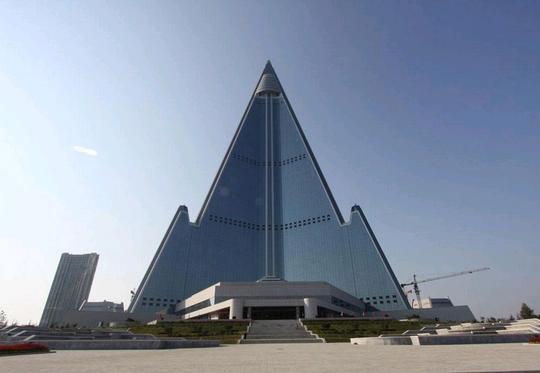 Khách sạn Ryugyong được khởi công vào năm 1987. Ảnh: AP