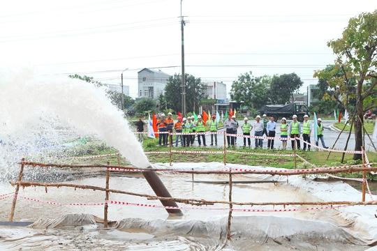 Tuyến nước sạch đã được thông để chuẩn bị cung cấp nước sạch cho KCN Sông Hậu và dân cư khu lân cận