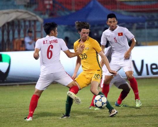 Hàng thủ thi đấu như mơ ngủ, dẫn đến 5 bàn thua dù U19 Úc thi đấu không quá xuất sắc