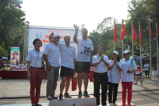 Trong só những người được nhận giải có Đại sứ EU tại Việt Nam, ông Bruno Angelet