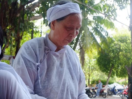 Bà Nguyễn Thị Thư - mẹ anh Hùng bàng hoàng trước cái chết của con trai mình