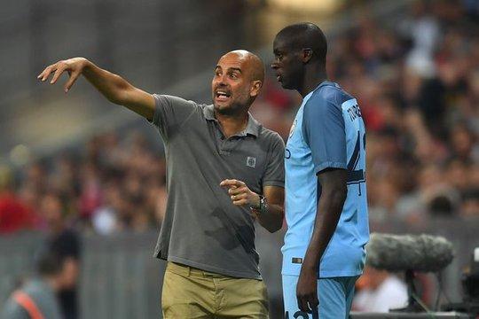Yaya Toure đã ngồi ngoài suốt 3 tháng qua chỉ vì người đại diện của anh chống đối Pep Guardiola