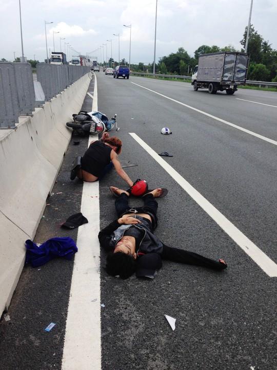 Hai thanh niên gặp nạn trên cao tốc TP HCM - Long Thành - Dầu Giây