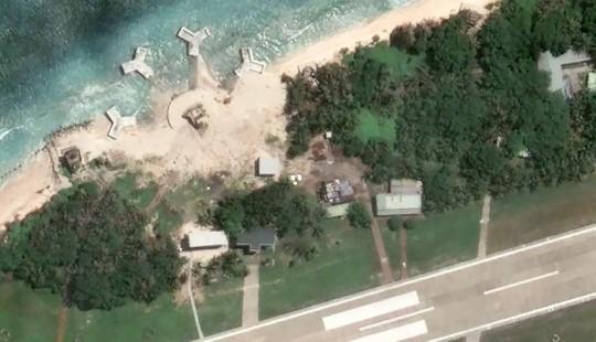 Các cấu trúc do Đài Loan xây dựng trái phép trên đảo Ba Bình của Việt Nam. Ảnh: Google Earth