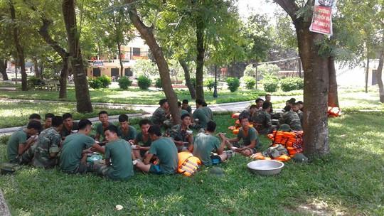 Bộ đội nghỉ giữa trưa