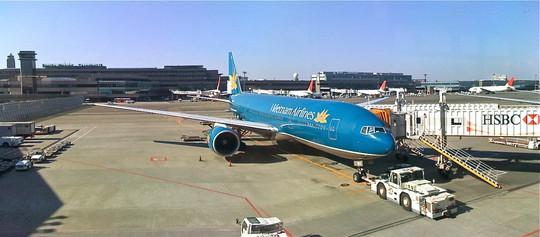 Một máy bay Boeing 777 của Vietnam Airlines tại sân bay quốc tế Narita - Ảnh minh họa