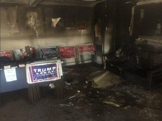 Văn phòng Đảng Cộng hòa bị hư hại sau vụ tấn công. Ảnh: NBC News