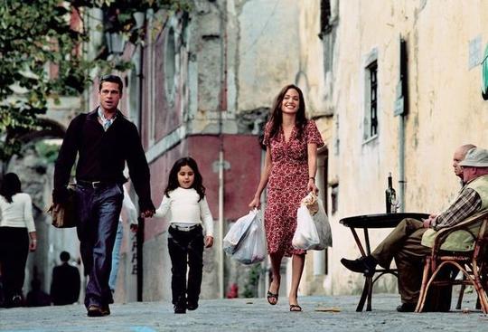 Brad Pitt và Angelina Jolie thuở còn mặn nồng Ảnh: PEOPLE