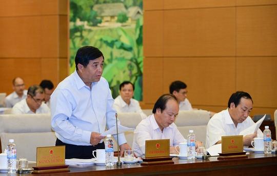 Bộ trưởng Kế hoạch và Đầu tư Nguyễn Chí Dũng cho biết dự thảo Luật sửa đổi, bổ sung một số điều của các Luật liên quan đến đầu tư, kinh doanh kéo giảm số ngành, nghề kinh doanh có điều kiện còn 218, giảm 49 ngành, nghề so với hiện hành - Ảnh: Nguyễn Nam