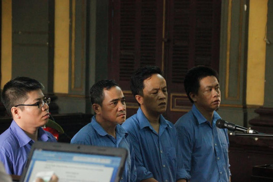 Các bị cáo trong đường dây buôn lậu siêu xe tại TP HCM