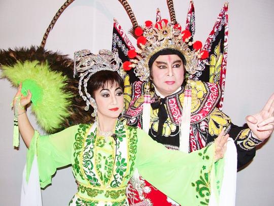 NSND Thanh Tòng và NSƯT Thanh Thanh Tâm trong chương trình Vầng trăng cổ nhạc của HTV