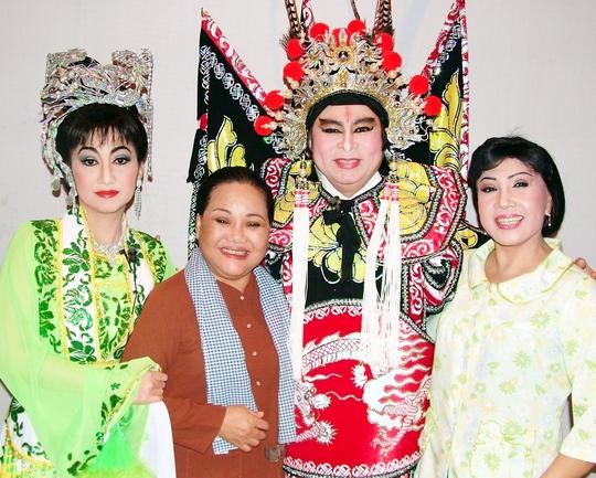NSND Ngọc Giàu trong lần diễn chung chương trình Sân khấu Vàng với NSND Thanh Tòng, Lệ Thủy và NSƯT Thanh Thanh Tâm