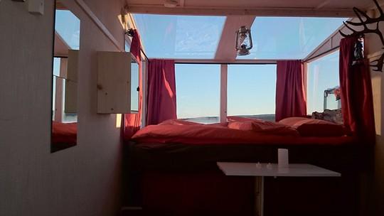 Bên trong căn phòng có giá 145 bảng Anh/đêm này rất ấm áp.