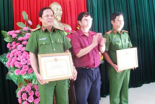 Thưởng nóng 2 tập thể ở Công an huyện Đông Hòa vì phá án nhanh
