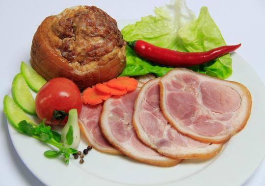 Món thịt nguội hun khói rất hấp dẫn nhưng có thể bị nhiễm benzopyren, một chất gây ung thư thực nghiệm.