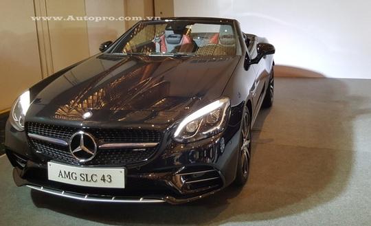 Mẫu xe mui trần Mercedes-Benz SLC 43 2017 thế hệ mới cũng là điểm nhấn quan trọng tại triển lãm VIMS 2016 sắp tới. Theo đại diện Mercedes-Benz Việt Nam, xe có giá bán vào khoảng 3,6 tỷ Đồng.
