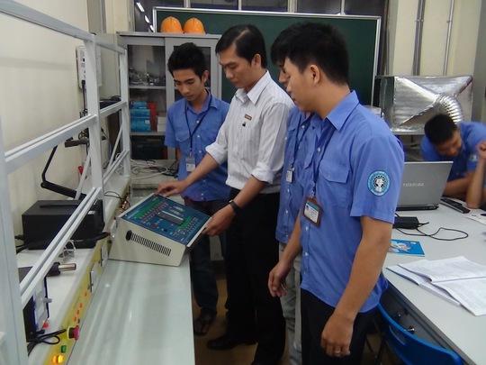 Một lớp đào tạo nghề cho công nhân tại Trường Trung cấp nghề Kỹ thuật nghiệp vụ Tôn Đức Thắng