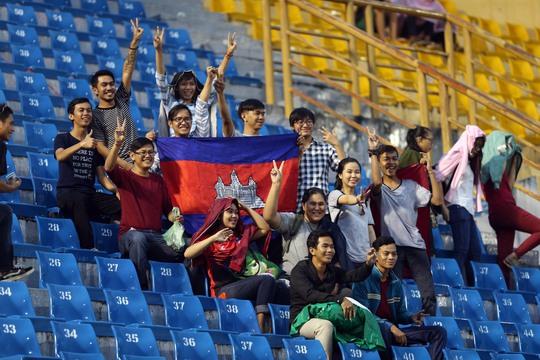 Các CĐV Campuchia là du học sinh tại Việt Nam