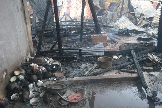 Đám cháy thiêu rụi toàn bộ ngôi nhà ông Sáu