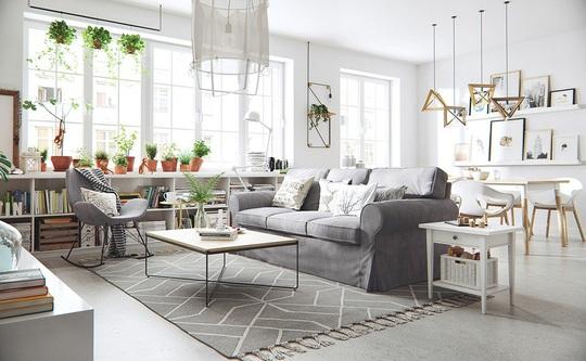 Những khung cửa sổ cỡ lớn là điều không thể thiếu để đem lại không gian tươi sáng cho căn hộ.