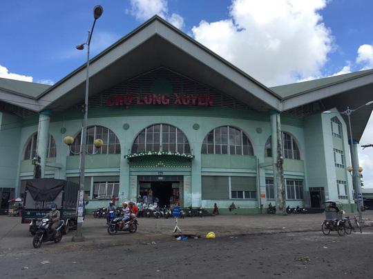 Chợ Long Xuyên vừa được đưa vào hoạt động từ tháng 6-2015.