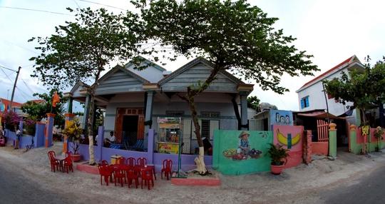 Tranh tường ở làng Trung Thanh Ảnh: Bình Phương