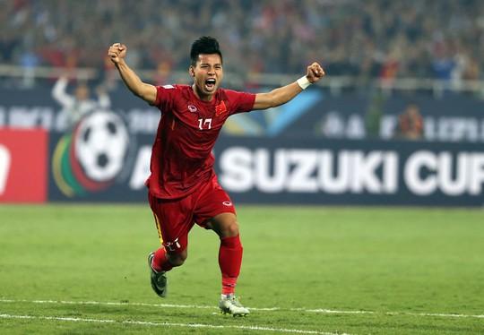 Văn Thanh sau bàn gỡ hòa vào lưới Indonesia ở bán kết lượt về AFF Cup 2016 Ảnh: QUANG LIÊM