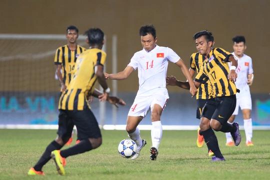Duy Khánh (14) trong trận U19 Việt Nam thắng U19 Malaysia ở lượt cuối vòng bảng Ảnh: Hải Anh