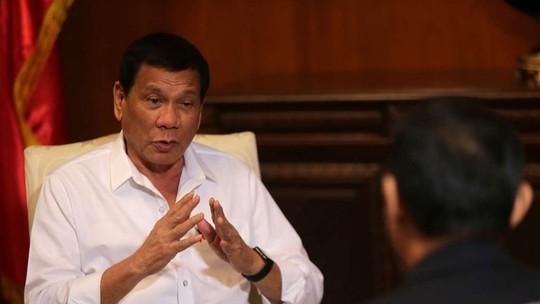 Tổng thống Philippines Rodrigo Duterte trả lời phỏng vấn Tân Hoa Xã trước thềm chuyến thăm Trung Quốc Ảnh: Tân Hoa Xã