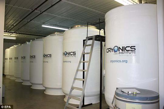 Các bồn chứa thi thể được đông lạnh tại Viện CryonicsẢnh: EPA