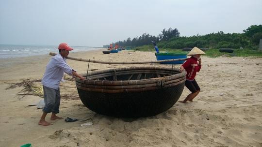 Nhiều ngư dân tỉnh Quảng Bình phải cất phương tiện hành nghề do hoạt động không hiệu quả sau sự cố môi trường biểnẢnh: Minh Tuấn