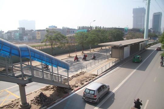 Một nhà chờ của bến xe buýt nhanh trên đường Lê Văn Lương (quận Thanh Xuân, TP Hà Nội)