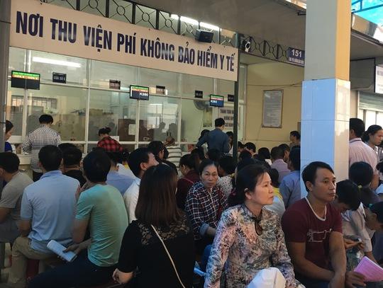 Khám chữa bệnh diện BHYT tại một bệnh viện ở Hà Nội