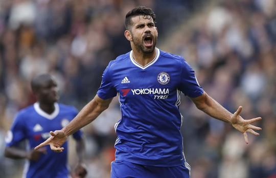 Diego Costa của Chelsea đang chơi tích cực và hiệu quả, đó là lời đe dọa cho hàng thủ Leicester.Ảnh: REUTERS