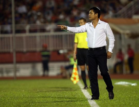 HLV Hữu Thắng đã thử nghiệm được các vị trí cần thiết trong trận hòa 2-2 trước chủ nhà Indonesia tối 9-10 Ảnh: Ngọc Linh