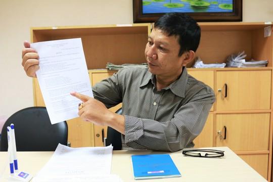 Ông Phan Kim Vinh trình bày vụ việc với phóng viên Báo Người Lao Động