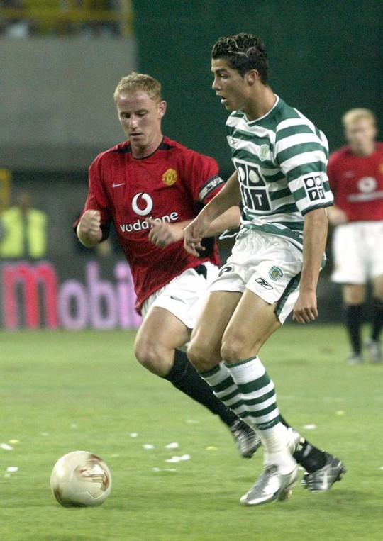 Ronaldo đá giao hữu với M.U trước khi đến nước Anh