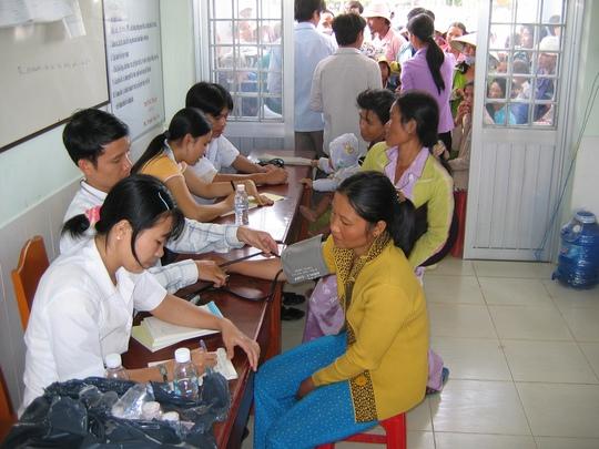 Bệnh viện Đa khoa Gò Quao đang khám chữa bệnh cho người dân