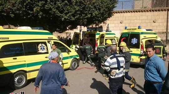 Xe cứu thương đến hiện trường. Ảnh: Twitter