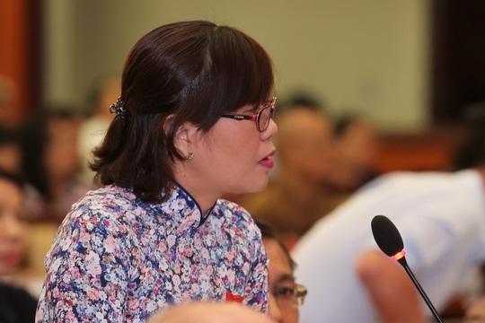 Đại biểu Nguyễn Thị Tố trâm chất vấn Giám đốc Sở Y tế về quản lý phòng khám có yếu tố nước ngoài