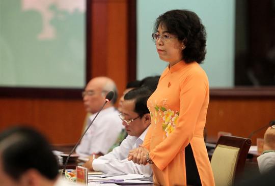 Đại biểu Tô Thị Bích Châu đặt vấn đề về mối quan hệ giữa việc cấp phép xây dựng nhà cao tốc và khả năng kẹt xe ở nội đô